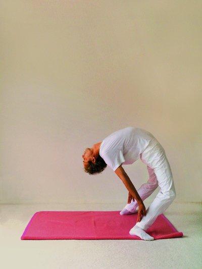 Yogastellung Rad Schritt 1