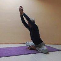 grill yoga konasana winkelsitz